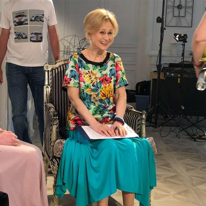 «Просто любите друг друга»: Дарья Донцова раскрыла секрет счастливой семейной жизни