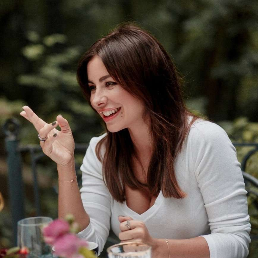 Она обнимает тебя: новую песню Ани Лорак посчитали реакцией на измену мужа