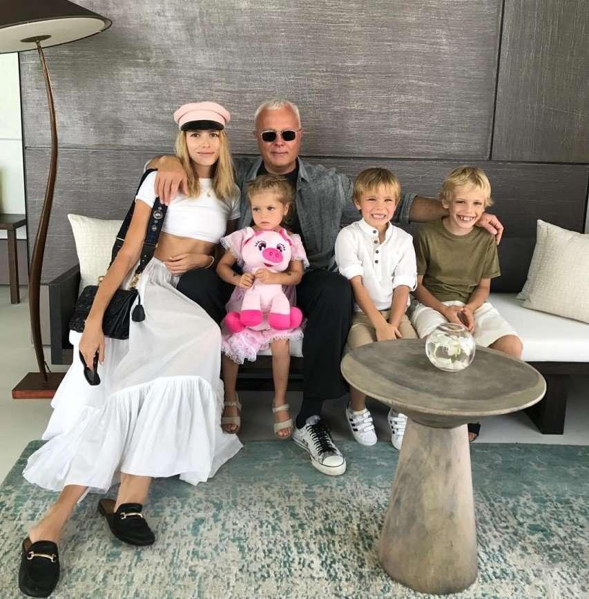 Елена Перминова с детьми трогательно поздравила своего мужа с днем рождения
