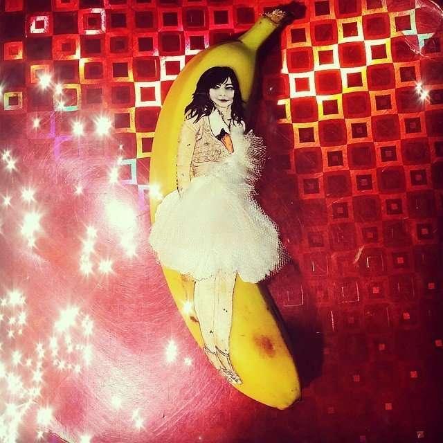 Рисунки на банановой кожуре от Элизы Роше