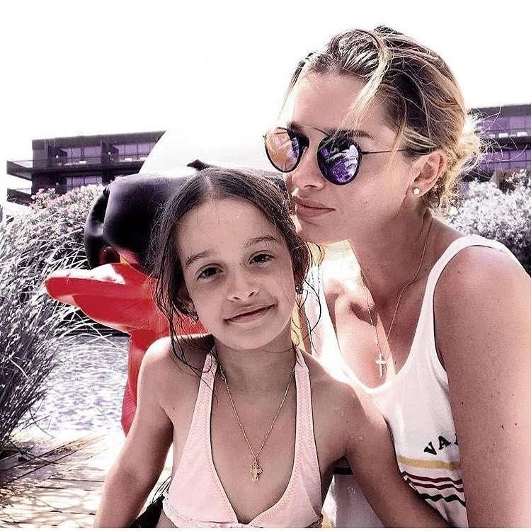 Ксения Бородина увезла старшую дочь на Сейшелы в разгар учебного года