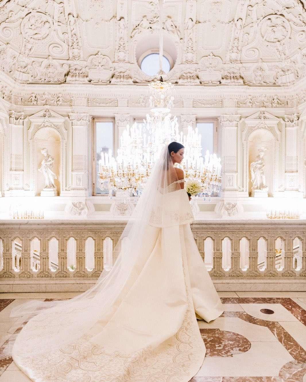 Царственна и элегантна: Паулина Андреева показала роскошное свадебное платье