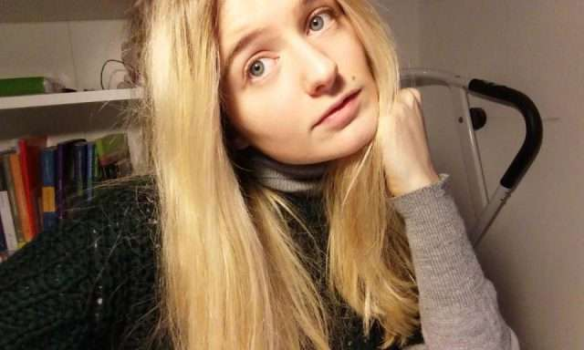 «Мир сошел с ума»: 18-летняя модель выставила на аукцион свою девственность