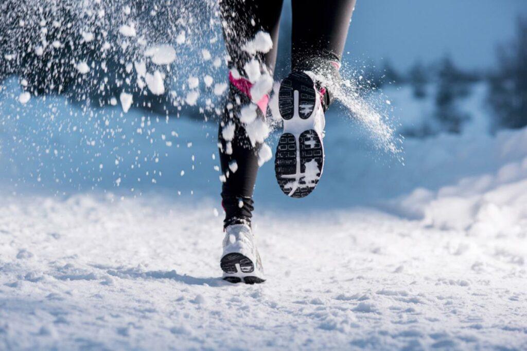 Як вибрати кросівки і одяг для бігу взимку. Поради та приклади